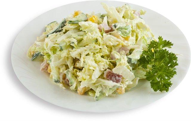 Салат из пекинской капусты с грудкой